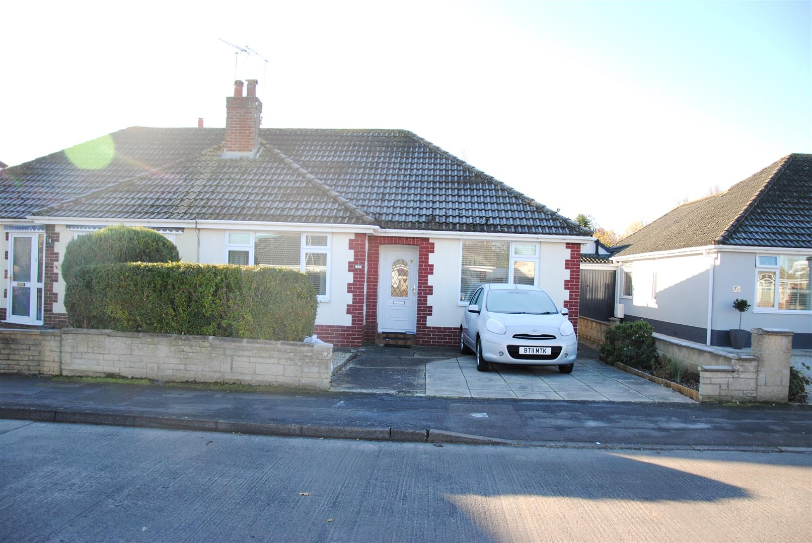 2 Bedrooms Semi Detached Bungalow for sale in Wigmore Avenue, Lawns, Swindon